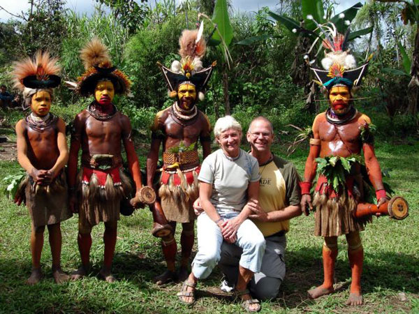 EvAnders together with Huli Wigmen outside Tari, Southern Highlands in Papua New Guinea. Click to enlarge.