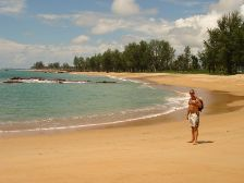 We took a long walk on the beach in Khao Lak to see how much that are changed after the tsunami. Click to enlarge.